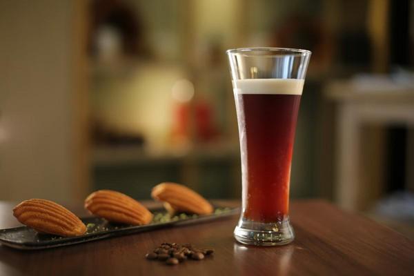 氮氣冷泡台灣咖啡是今夏在欉紅的祕密武器,加了氮氣打出來的泡沫特別濃厚綿密,氣泡感讓咖啡變得輕鬆易飲。(200元/份)