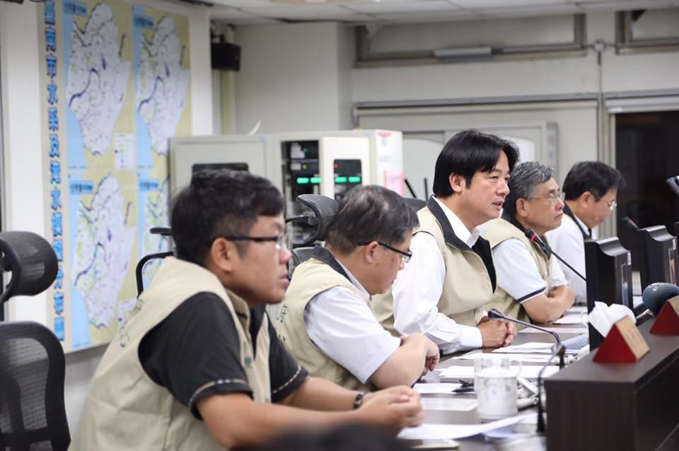 ▲▼台南市長賴清德宣布正常上班上課,彈性上班被罵翻。(圖/賴清德臉書、中央氣象局)