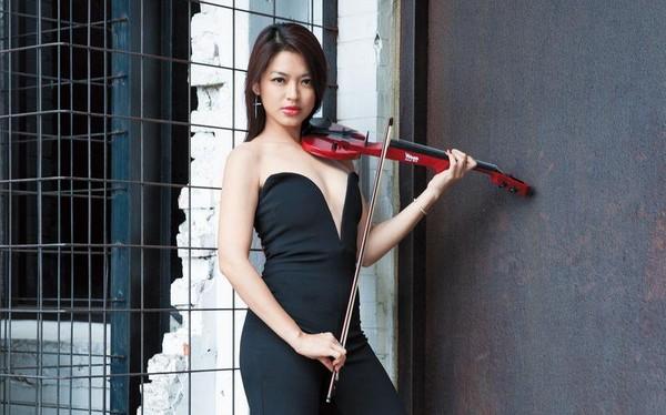 【穿衣鏡】康妮媚 小提琴女神辣出街