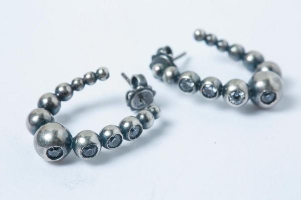 折扣時購入的Bottega Veneta耳環,約NT$7,000。