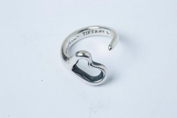 TIFFANY & CO.愛心型戒指,朋友10年前送的禮物。