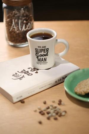 伊藤篤臣的阿里山咖啡,有著明亮的乾淨酸味,回甘又是烏龍茶韻。(300元/杯)