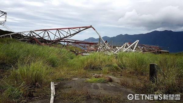 ▲颱風尼莎襲台造成民營和平電廠鐵塔倒塌,供電將少130萬瓩,若本週延續上週高溫狀況,備轉容量率恐亮限電警戒紅燈。(和平電廠提供)。