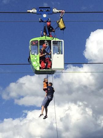 ▲▼德國科隆萊茵河上方空中纜車,30日發生停擺意外,約100名乘客受困。(圖/達志影像/美聯社)