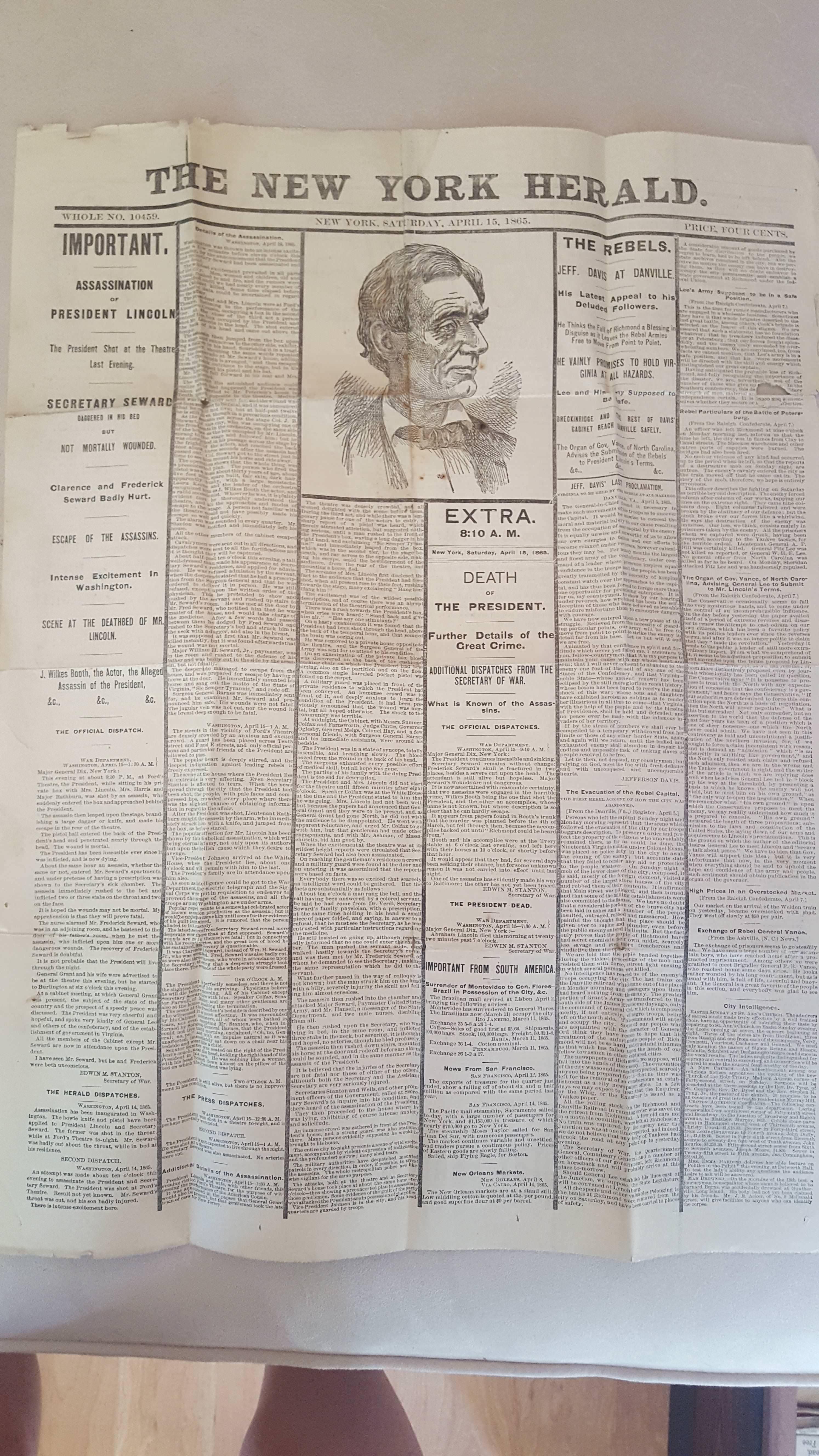 爺爺衣櫃破木盒驚見「150年前遺物」 原來歷史文本都藏在這了(翻攝自IMGUR/NoAPj)