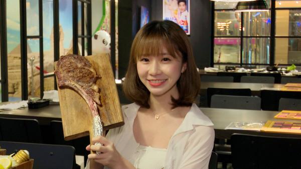▲懶人最愛!韓式燒肉幫你專業烤 爽吃比臉大霸氣牛排(圖/記者姜國輝攝)