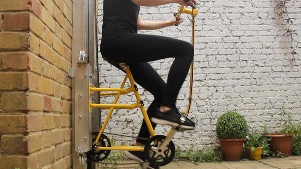 ▲▼「飛輪電梯」用腳踩就能垂直移動 把自己運上樓...好累喔。(圖/翻攝即新聞)