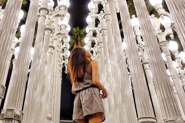 ▲洛杉磯 urban light。(圖/IG@__m.a.j提供,請勿任意翻攝以免侵權)