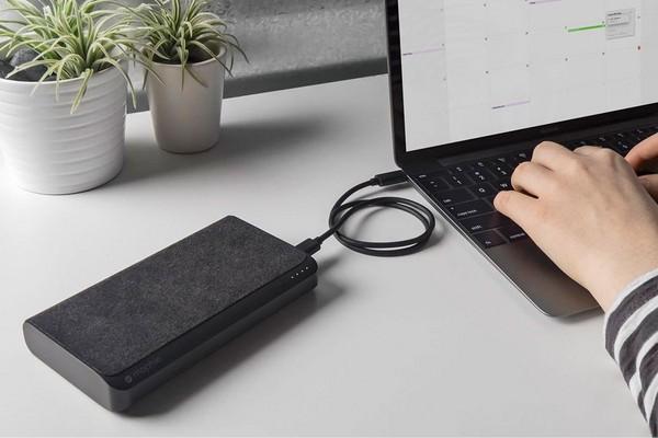 雙插槽、19,500mAh!Mophie推可為Macbook的行動電源。(圖/翻攝自官網)