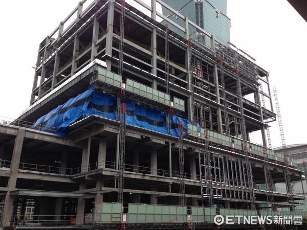 ▲微風南山目前還在新建中,緊臨台北101。(圖/記者蔡惠如攝)