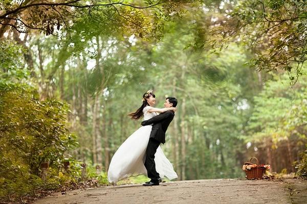 新娘沒空拍婚紗測試照,然後..替身來了(圖/翻攝自網路)