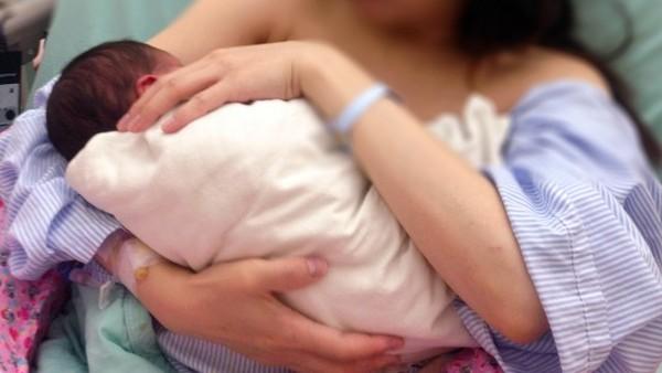 哺乳,嬰兒,餵奶,母乳,奶瓶,嬰兒哺乳,嬰兒哺乳(圖/記者姜國輝攝)