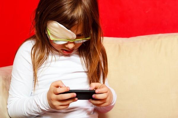 ▲兒童,手機,近視(圖/達志示意圖)