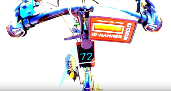 ▲▼「噴射腳踏車」邊跑邊噴火 時速72公里海放眾屁孩。(圖/翻攝YouTube/Igor)