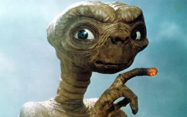 ▲▼9歲小弟自稱外星人,要應徵NASA星球守護官。(圖/翻攝電影ET劇照)