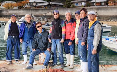 老漁夫幫穿一年! 吸飽鹹濕的「二手牛仔褲」賣破萬元