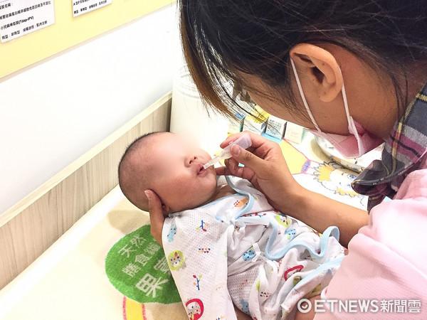 ▲▼出生,嬰兒,新生兒,預防針,打針,預防接種,出生率,少子化,生育補助,口服疫苗。(圖/記者李毓康攝)