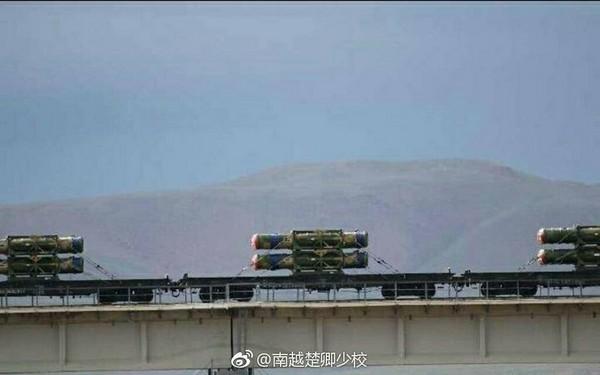 中印即將開打?近日各大網路曝光解放軍行駛在西藏高原地區的列車,正運送一批紅旗-16防空導彈系統。(圖/翻攝自大陸網站)