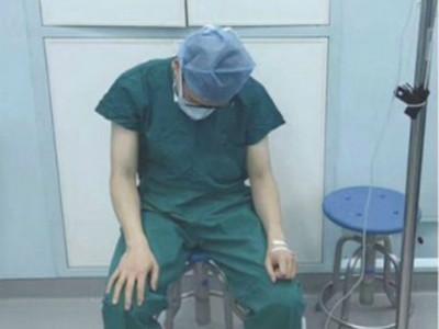 不想放棄任何病人!外科醫生吊點滴...帶病撐完5場手術