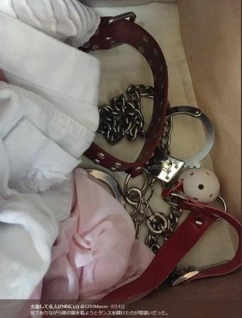 ▲哥偷開妹衣櫃拿女裝 意外發現妹妹私下「重口味性趣!」。(圖/1293maron推特)