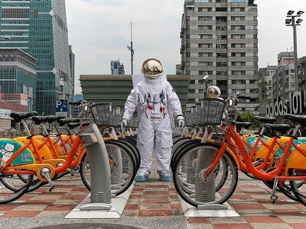 ▲OMEGA超霸系列60年請太空人來台北(圖/品牌提供)