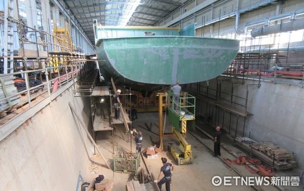 ▲海軍,獵雷艦,慶富,慶富造船。排水量達700餘噸的新艦,船型已初現,將在7月豎桅。圖為艦尾(資料照/慶富造船提供)