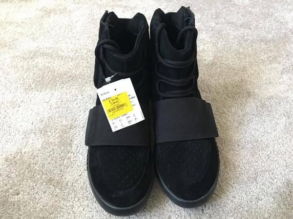 ▲Outlet奇蹟!1500元買到萬元Yeezy神鞋。(圖/翻攝自sneakermyth.com)