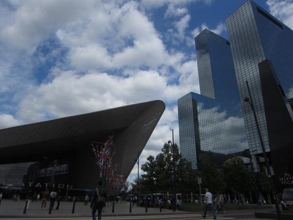 ▲▼歐洲並非只有古老建築,現代建築與古老建築的有機融合,也是都市的看點。鹿特丹火車站,從抵達的那一刻,就挑戰您的視覺享受。。(圖/郭紀子提供)