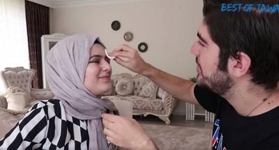 """「化妝當塗鴉?」土耳其哥幫妹上妝...畫完根本變""""兄弟臉"""""""