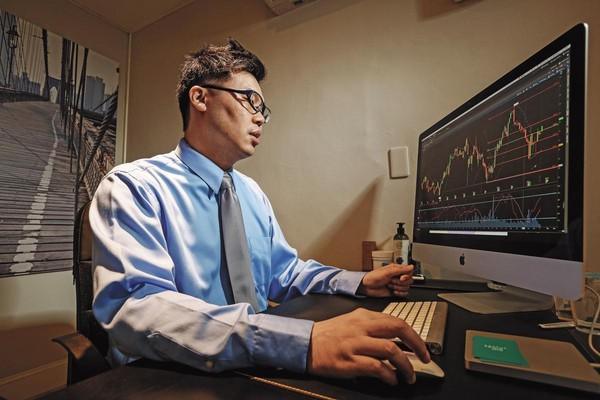 自18歲開始投資,謝宗翰對美股相當熟悉,但他認為投資賺錢,最重要的是紀律,而不是天天盯盤。