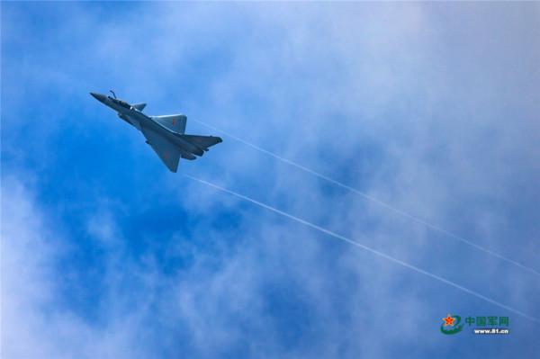 中國首度承辦「國際軍事比賽-2017」中的「航空飛鏢」項目結果出爐,戰機組部分殲-10B的首次亮相輸給俄國蘇-35。(圖/翻攝自中國軍網)