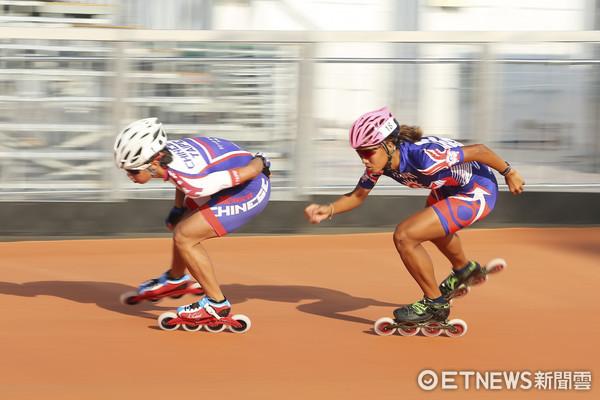 ▲▼世大運滑輪溜冰台北賽場練習,楊合貞(左)、李孟竹(右)。(圖/記者黃克翔攝)