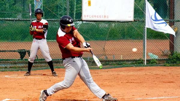 ▲海峽盃,中科大林伯昕敲出本賽會在櫻花棒球場的第一支全壘打。(圖/中華棒協提供)