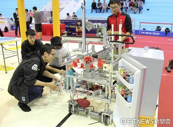 ▲▼第20屆TDK盃機器人競賽遙控組參賽之台科大學生。(圖/台科大提供)