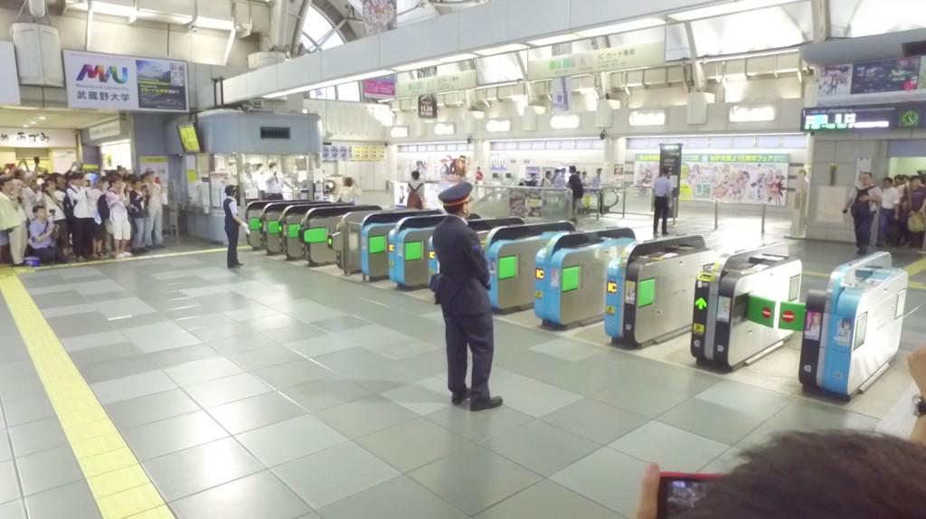[閒聊]宅宅跑起來!日本同人誌販賣會開幕 離開