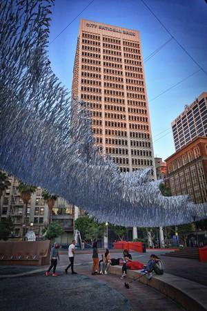 ▲洛杉磯普欣公園水波雕塑。(圖/Poetic Kinetics粉絲頁)