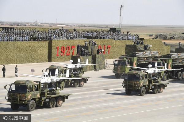 ▲2017年7月30日,慶祝中國人民解放軍建軍90週年,內蒙古的朱日和訓練基地舉行閱兵典禮。(圖/翻攝自視覺中國CFP)