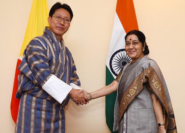 ▲▼中印對峙之際,印度外交部長史瓦拉吉(Sushma Swaraj)與不丹外交部長多吉(Damcho Dorji)會面。(圖/CFP)