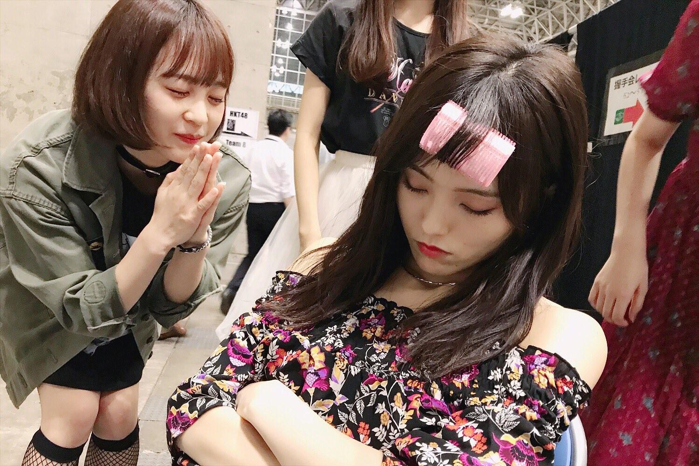 彩姐超霸氣「包租婆睡法」!綁髮捲+雙手抱胸照樣睡死