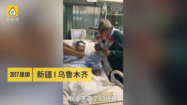 ▲▼老翁帶玫瑰花去加入病房探老伴。(圖/翻攝《梨視頻》)