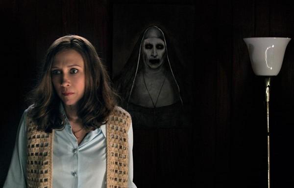 《厲陰宅2》中那個面容恐怖至極的鬼修女,也在《安娜貝爾:造孽》中暗示了一下。(華納兄弟提供)