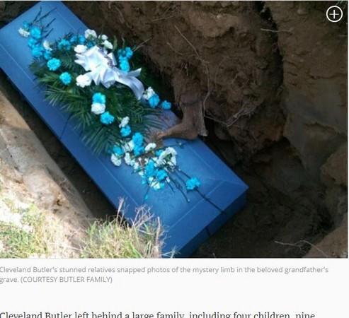 ▲▼美國紐澤西州85歲爸爸巴特勒(Cleveland Butler)下葬時,隔壁有腳伸出來。(圖/翻攝自《紐約每日新聞》)