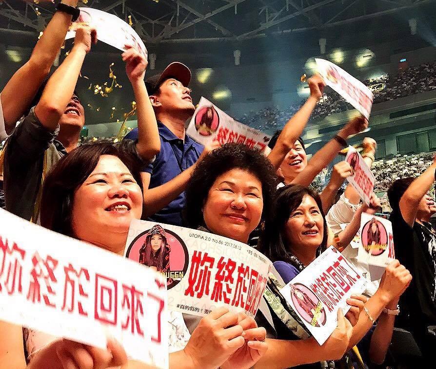 ▲高雄市長陳菊參與天后「阿妹」張惠妹高雄巨蛋演唱會。(圖/翻攝自陳菊臉書)