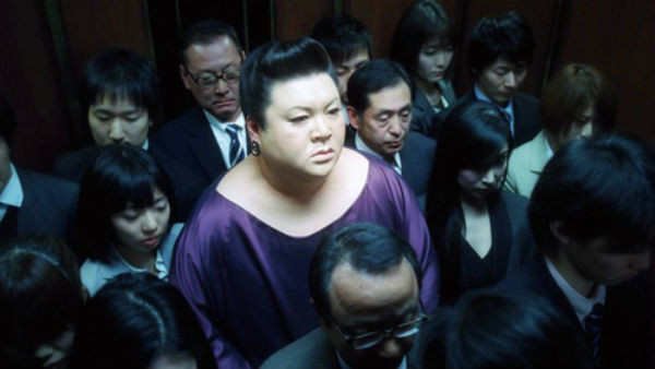 每次電梯超載就被逼走!肥宅悲嘆:明明大家一起進來的啊