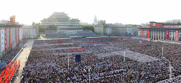 ▲北韓官媒發布集會照片,稱全國有350萬人志願參軍對抗美國。(圖/翻攝自勞動新聞)