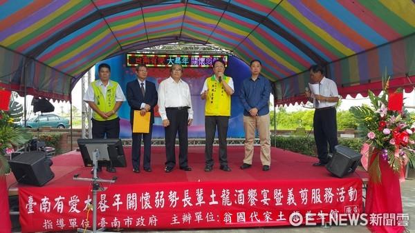 ▲台南市長參選人顏純左,主張台南成立道教學校,宗教結合學術廟宇邁入優質化。(圖/顏純左提供)