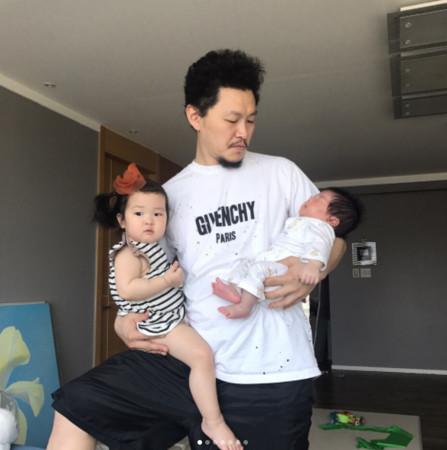 ▲▼ 梁東根痛哭1歲女兒窒息! 「我抱著她可是沒呼吸了⋯」(圖/翻攝自SBS、梁東根IG)