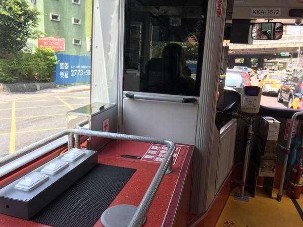 ▲▼ 公車,充電孔,手機充電,USB充電,電源插座,手機沒電。(圖/記者姜國輝攝)