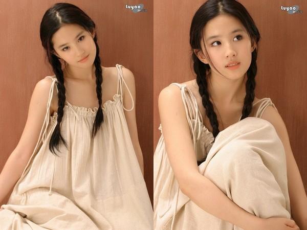 ▲劉亦菲17歲美照出土。(圖/翻攝自《新浪娛樂》)