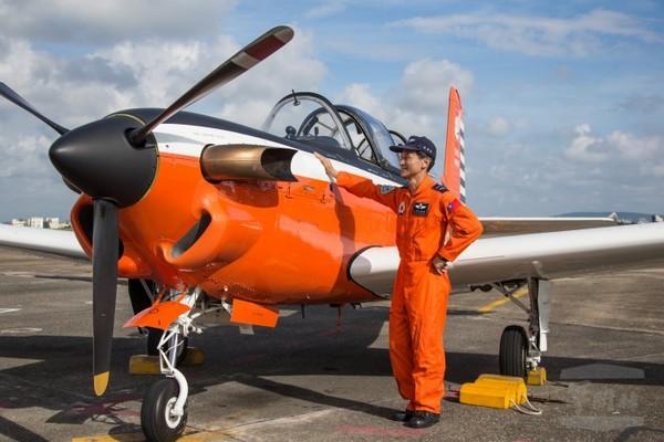 單一機種飛行時數破萬 朱偉民空軍第一人
